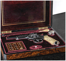 Antique weapons realoding with black powder and accessories